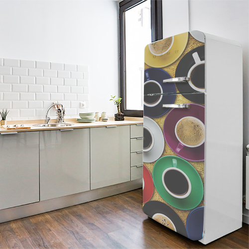 Grand frigo standard orné d'un sticker autocollant WSH modèle tasse de café