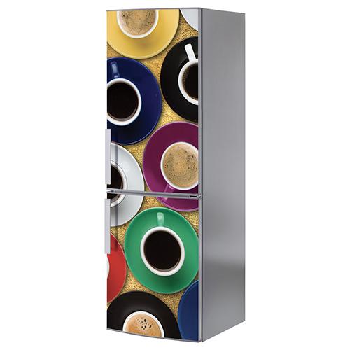 Grand frigo blanc classique décoré avec un sticker adhésif modèle tasse de café