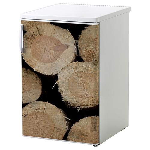 petit frigo classique blanc orné d'un sticker adhésif buches en bois