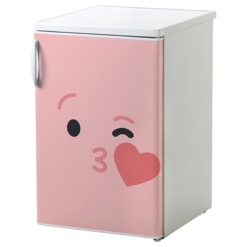 Sticker décoratif Smiley Rose bisou collé sur un petit frigo