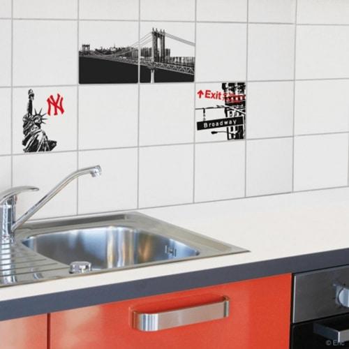 Autocollant décoration new-york pour lave vaisselle dans une cuisine en bois