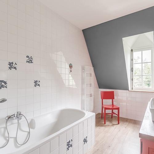 Stickers arabesque barroque pour carrelage dans une salle de bain