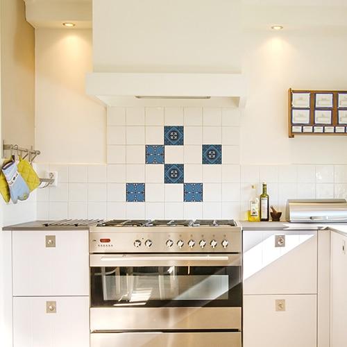 sticker Faux carreaux de ciment bleus dans une cuisine