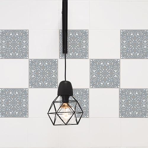 Sticker adhésif décoratif imitation ciment couleur souris collé dans une pièce à vivre
