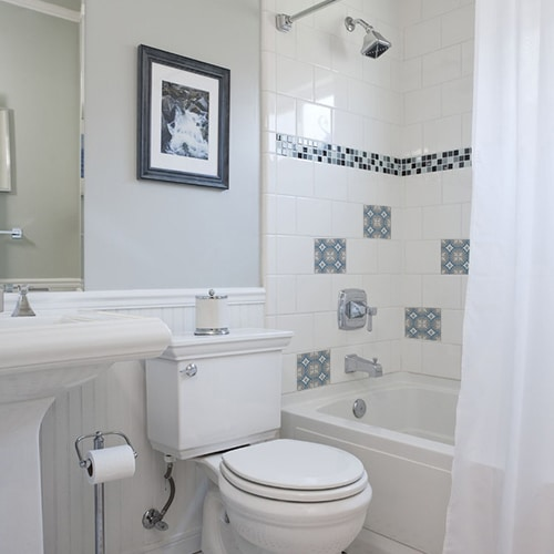 Sticker adhésif pour carrelage ciment souris bleu, blanc et gris déco de salle de bain
