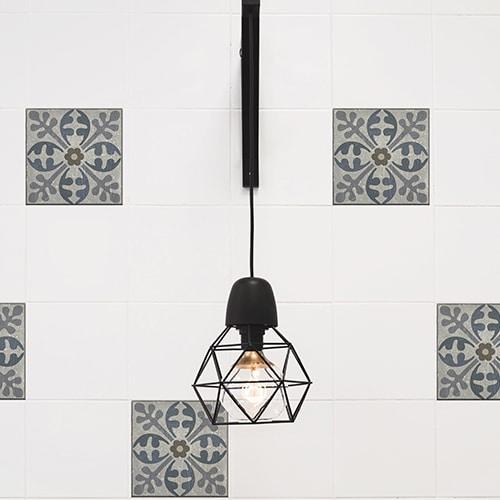 Sticker effet Carrelage Carreaux Ciment Vieillis Bleu et Taupe avec lampe design
