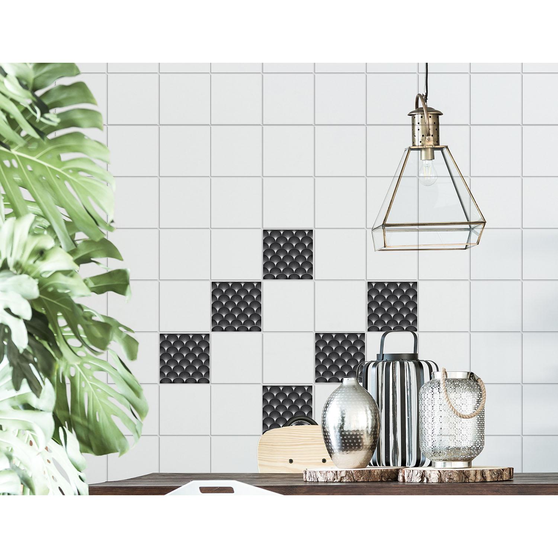 carreaux adhésifs art déco noir dans une salle à manger avec une plante