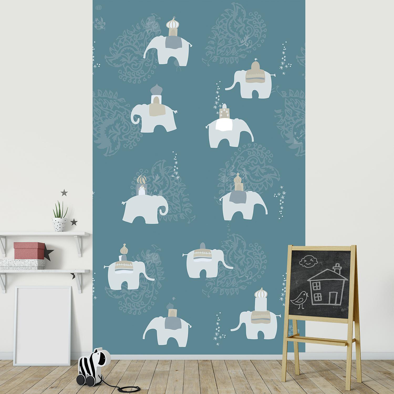 Poster décoratif en papier intissé pour chambre d'enfant ou salle de jeu, couleur tendance, bleu électrique et motifs gris, éléphants d'Inde , illustration inspirée d'Asie.