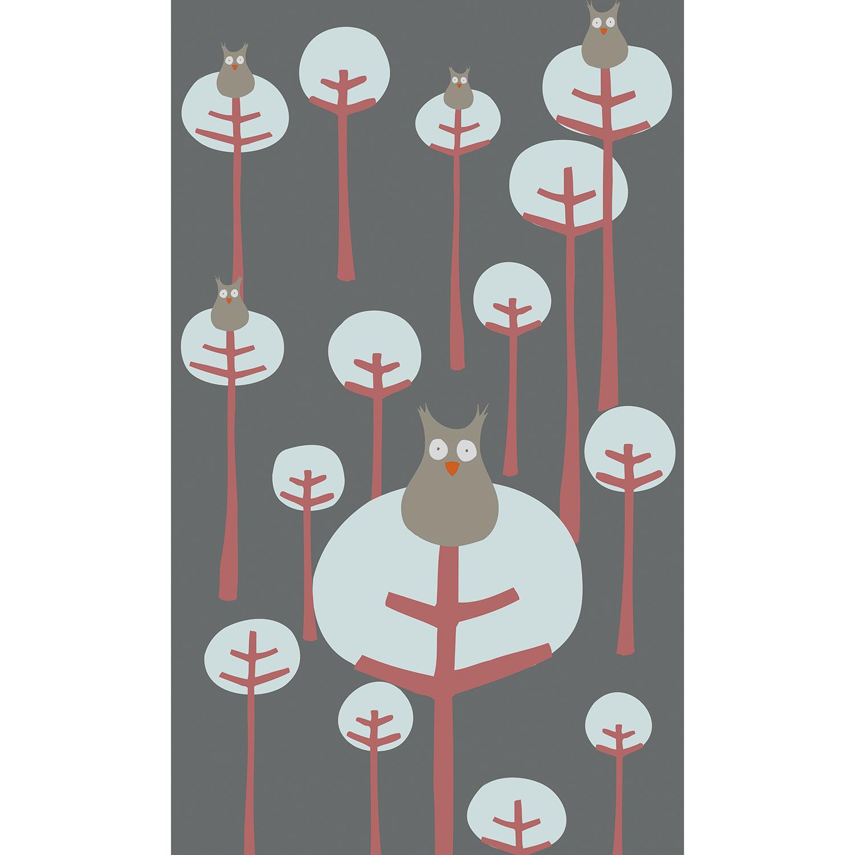 Papier intissé décoratif, visuel panoramique, dessin de petites chouettes grises, univers bienveillant, forêt d'arbres épurés, bulle de nature, collection idéale pour chambre bébé.