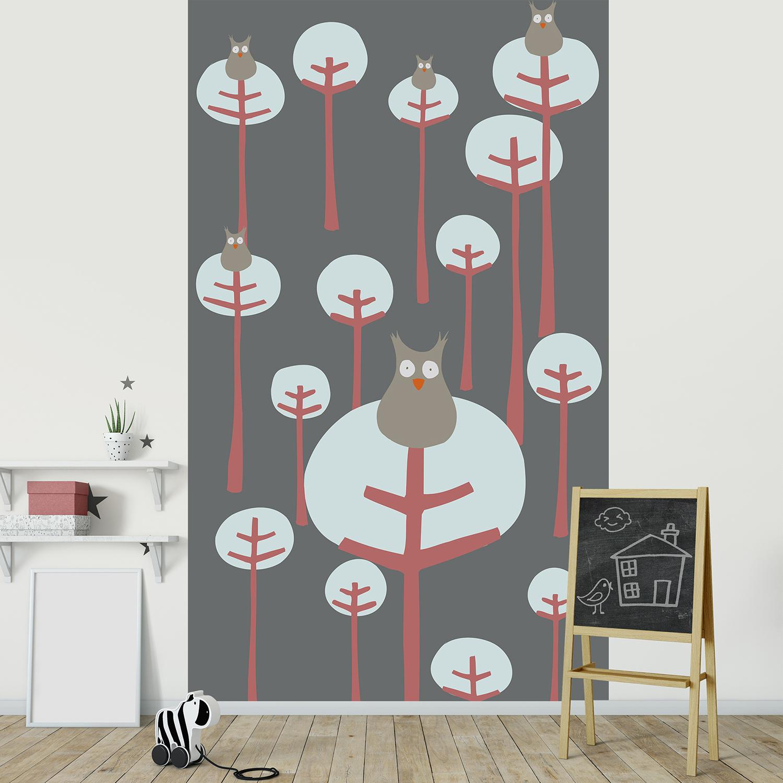 Visuel panoramique, 2.50 m x 1.50 m, papier intissé, dessin de chouettes, forêt moderne, arbres amusants, design, rouge et gris, lavable facilement, idéal chambre enfant.