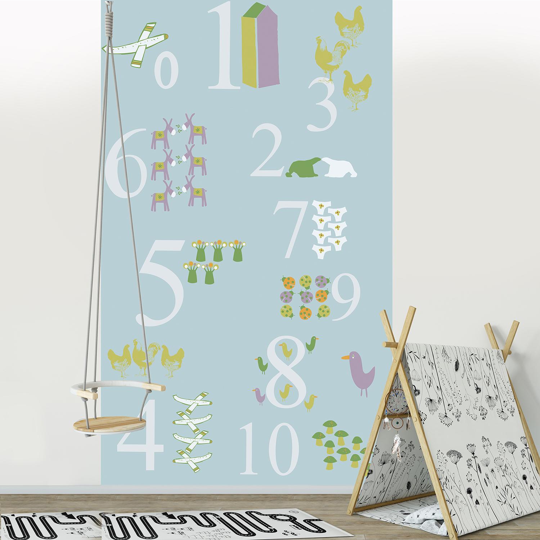 Visuel panoramique en papier intissé, fond bleu clair, animaux et objets rigolos, chiffres de un à dix, invitation à l'apprentissage, customisation simple de votre mur, entretien facile, idéal pour une chambre d'enfant, 2.50 m x 1.50 m.