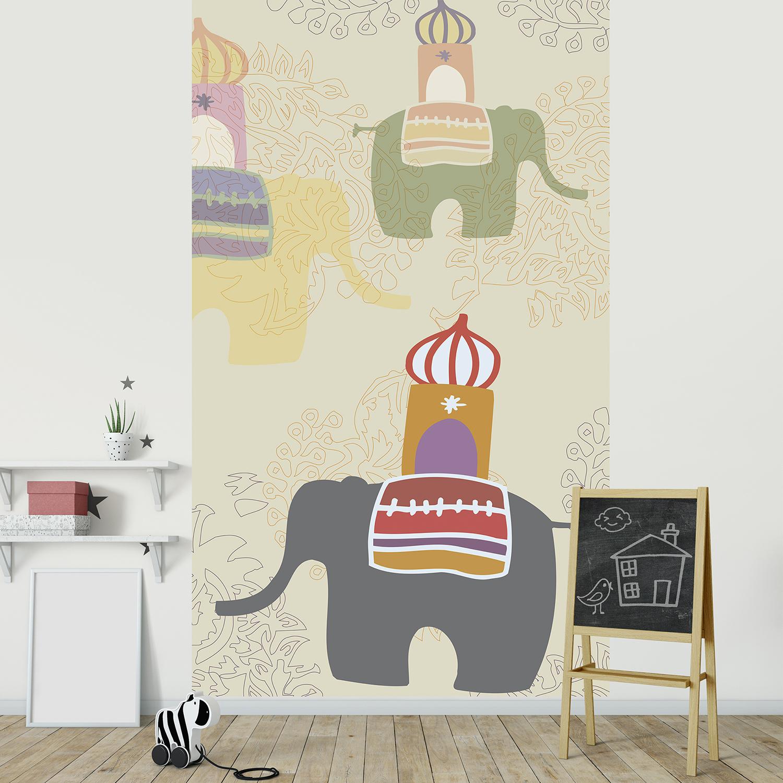 Visuel panoramique, 2.50 m x 1.50 m, papier intissé, qualité, illustration d'un troupeau d'éléphants sur fond beige avec arabesques, magie du décor, douceur du dessin, lavable facilement, idéal chambre bébé.
