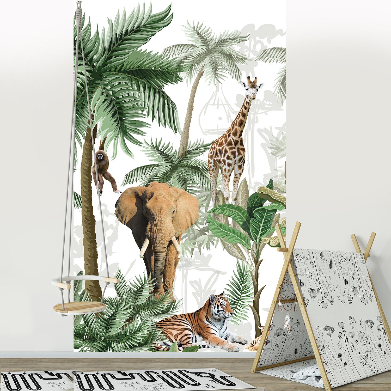 Visuel panoramique en papier intissé, vert, marron et blanc, customisation simple de votre mur, illustration réaliste de cinq animaux de la forêt sur un fond de flore tropicale, idéal pour une chambre d'enfant petits et grands, 2.50 m x 1.50m, ambiance africaine.